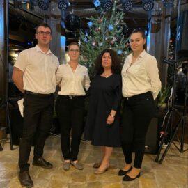 Cum e jobul de ospătar la Cetăţuia – scurt interviu cu colegii noștri din restaurant
