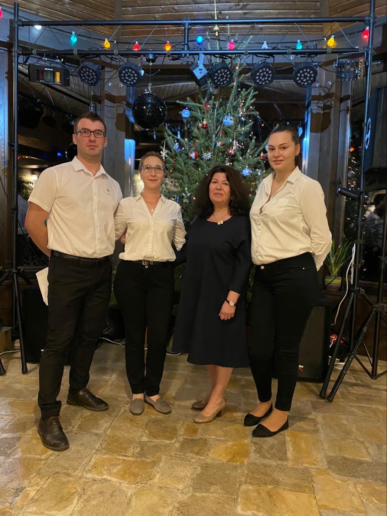 Cum e jobul de ospătar la Cetățuia - scurt interviu cu colegii noștri din restaurant